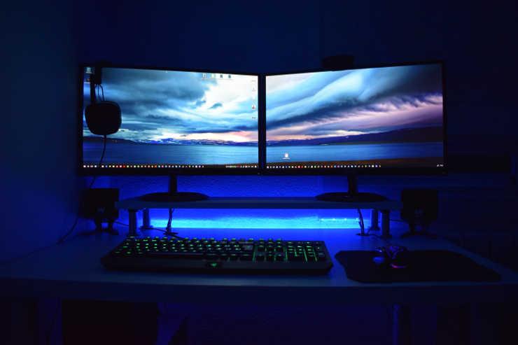 Cách chạy hai máy tính với màn hình 2