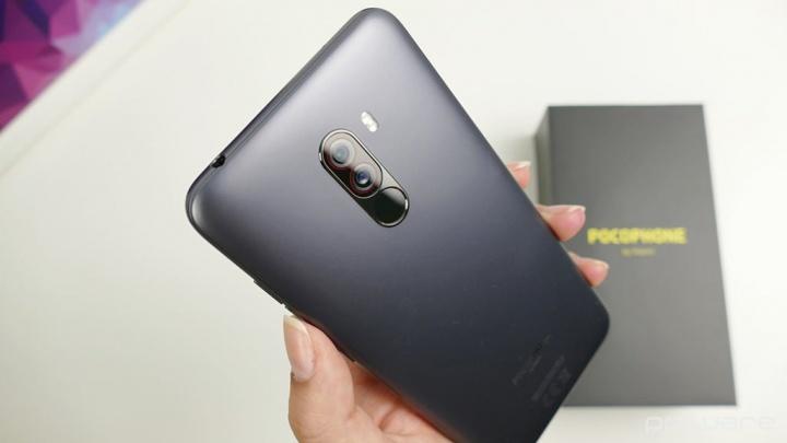 Pocophone F2 kan komma och det finns redan allvarliga indikationer på dess design!