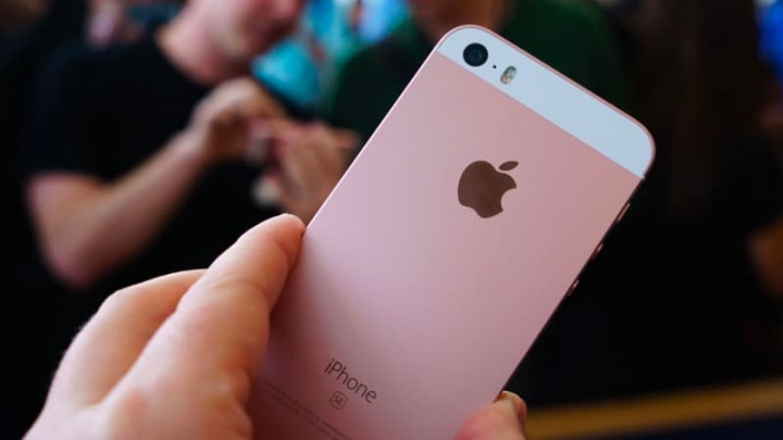 Apple  kan starta två iPhone 9 som efterträdare till iPhone SE om några månader