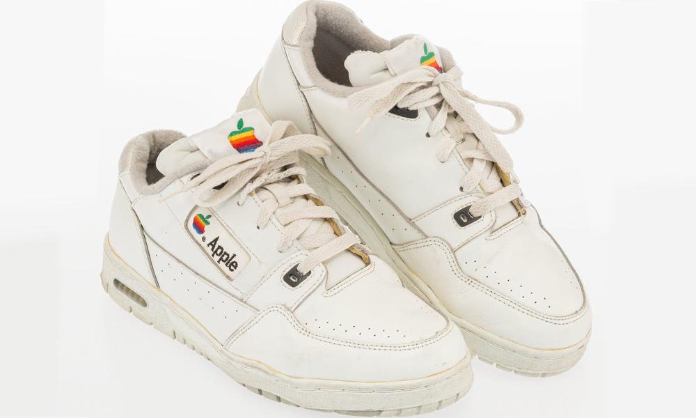 Detta par av Apple Sneakers bara sålt för över $ 16.000 1