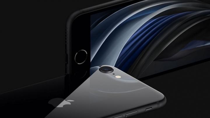 Vo vnútri je nový iPhone SE veľmi podobný iPhone 8 2