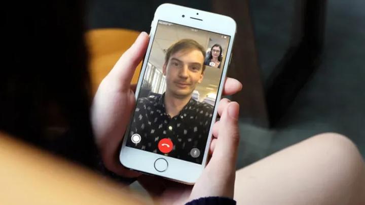 Hình ảnh, iphone 8 Cộng với FaceTime đang diễn ra
