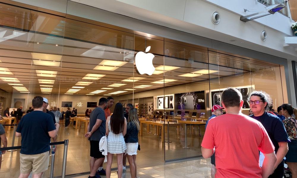 """Apple Hy vọng sẽ mở lại nhà bán lẻ """"Nhiều hơn nữa"""" vào tháng Năm 1"""