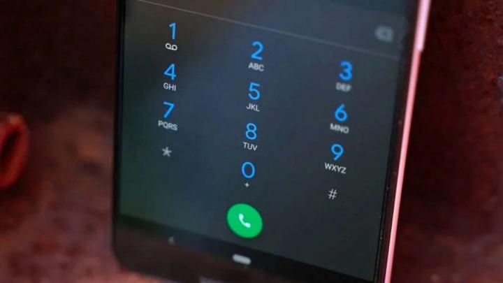 Ứng dụng Google Phone khả dụng để biết thêm smartphones khác với Pixel 1