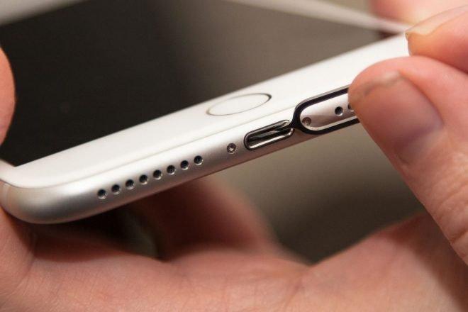 iPhone sa nezapne ani nenabíja