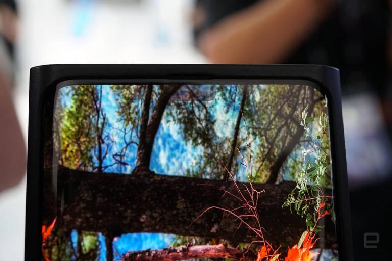 Samsung, fotoaparát pod obrazovkou smartfónu Galaxy TO? 1