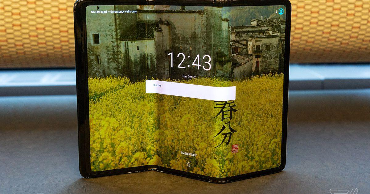 Os novos conceitos dobráveis e roláveis do TCL imaginam um futuro selvagem dos telefones
