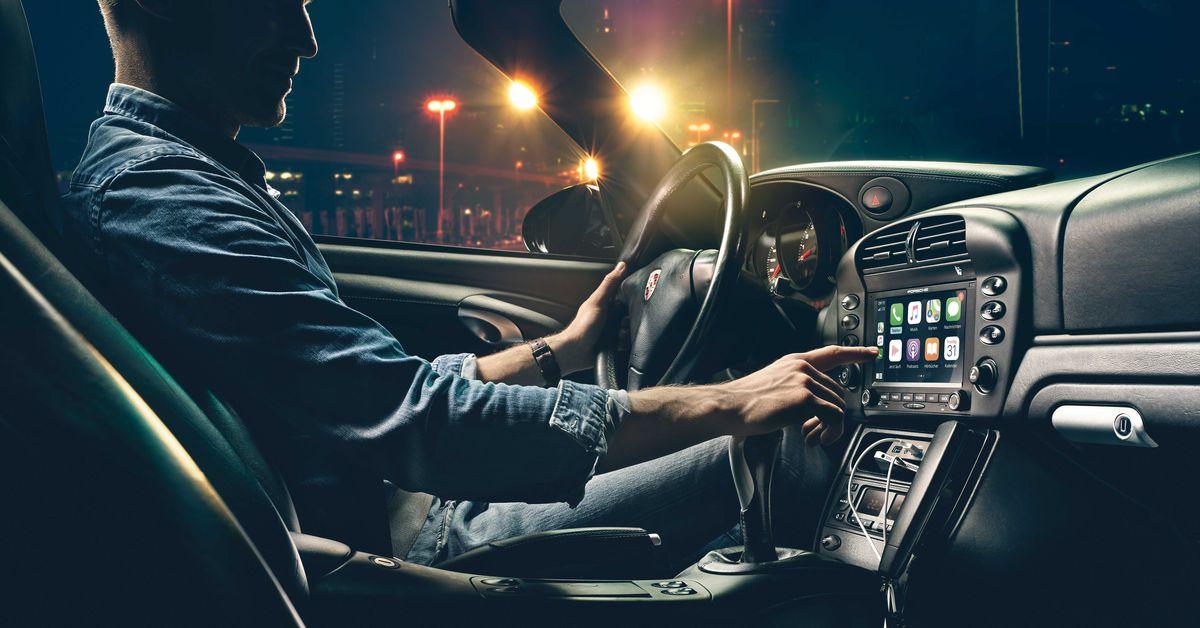 Porsche lança rádios compatíveis com CarPlay para seus carros clássicos