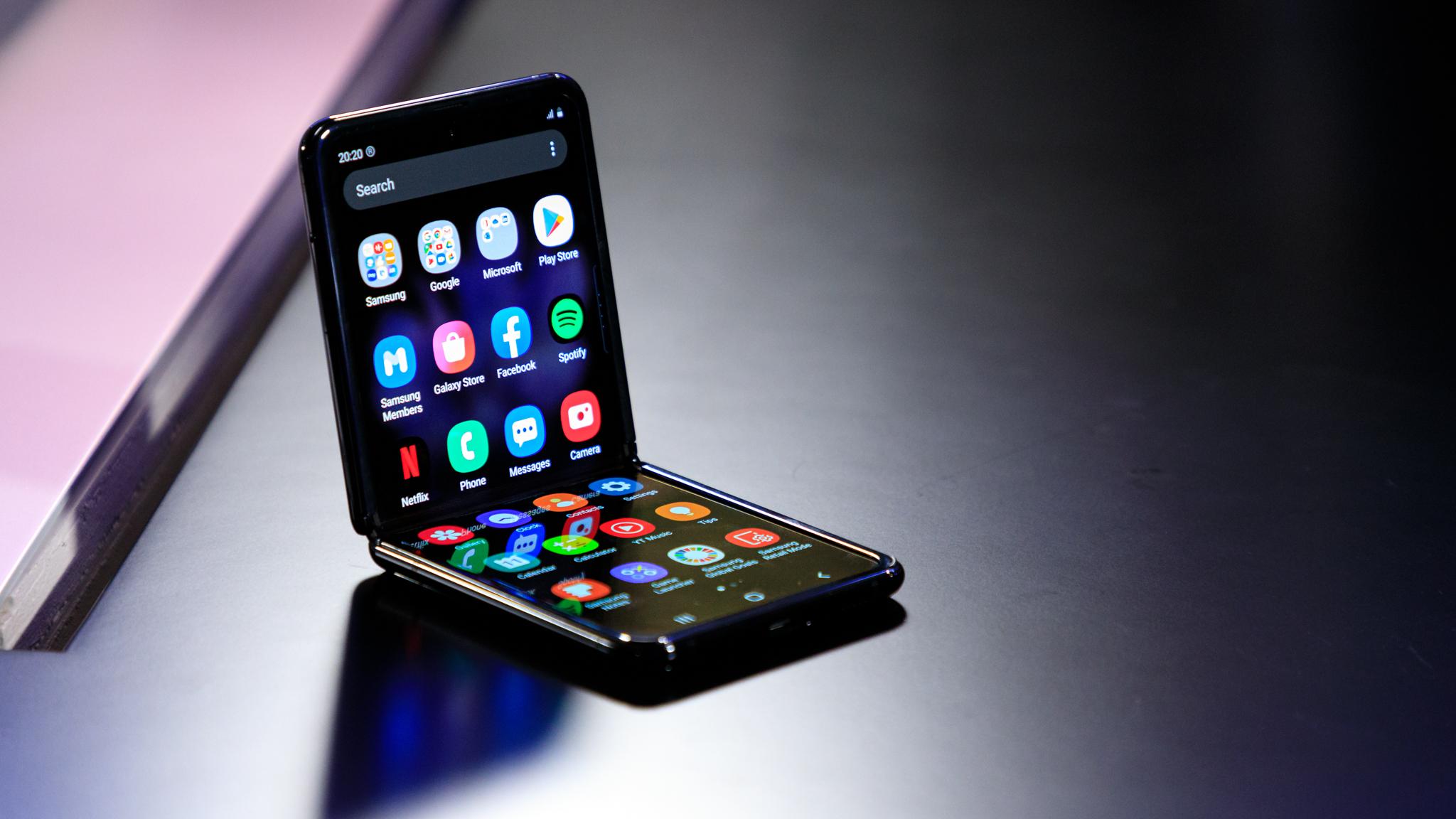 Samsung Galaxy Z Revisão prática do flip: vire e inverta