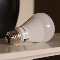 Revisão da lâmpada LED inteligente Z-Wave